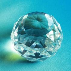 Kugel Dreieck stehend Glaskristall